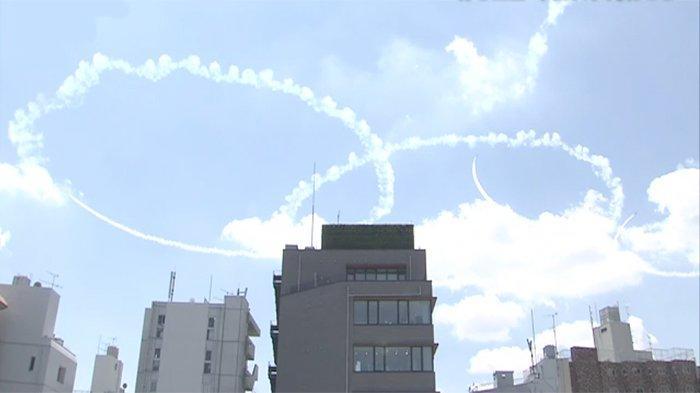 Jelang Pembukaan Olimpiade, Pasukan AU Khusus Jepang Blue Impulse Atraksi di Langit Tokyo