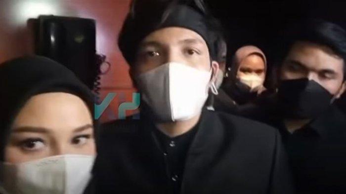 Atta Halilintar dan Aurel Hermansyah saat dijumpai oleh tim media