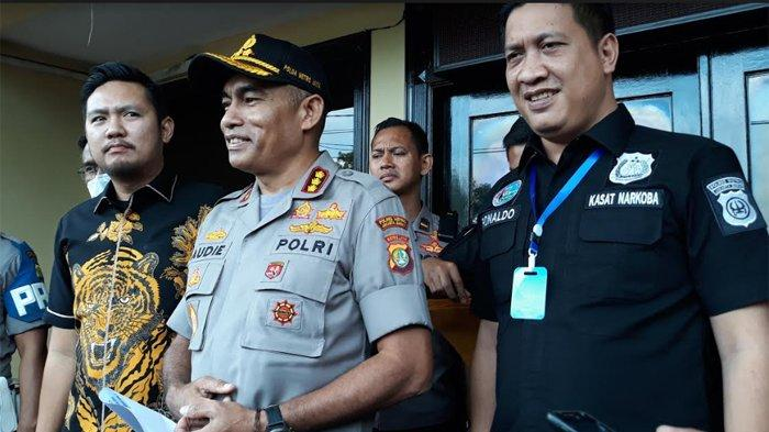 ?Kapolres Jakarta Barat, Kombes Audie S Latuheru saat merilis perkembangan kasus dugaan penyalahgunaan narkoba Vanessa Angel dan suami di Polres Jakarta Barat, Jumat (20/3/2020).