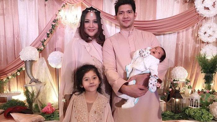 Pasangan selebriti Iko Uwais dan Audy Item menggelar syukuran kelahiran putri kedua mereka, Aneska Layla Putri Uwais. Acara ini digelar pada 15 Juni 2018 lalu dengan tema 'Arabian Night'.