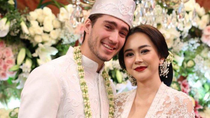 Kisah asmara Aura Kasih dan Suaminya Eryck Amaral
