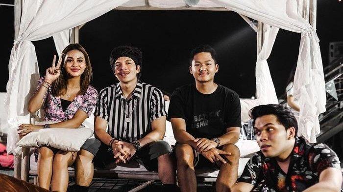 Atta Halilintar dan Aurel Hermansyah Rayakan Tahun Baru Bersama di Bali