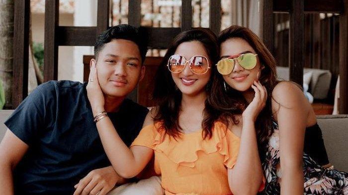 Aurel Hermansyah dan Azriel Hermansyah pamer kemesraan bersama Ashanty