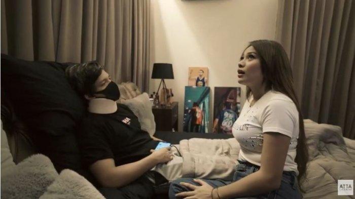 Aurel Hermansyah jenguk Atta Halilintar yang sedang sakit demam dan cedera leher, ditayangkan di YouTube Atta Halilintar, Rabu (24/6/2020).