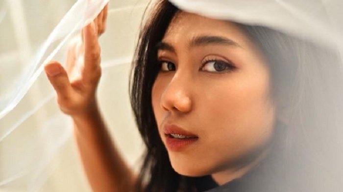 Aurel JKT48 mendapat kiriman video syur dari sebuah akun Instagram tak dikenal melalui DM.
