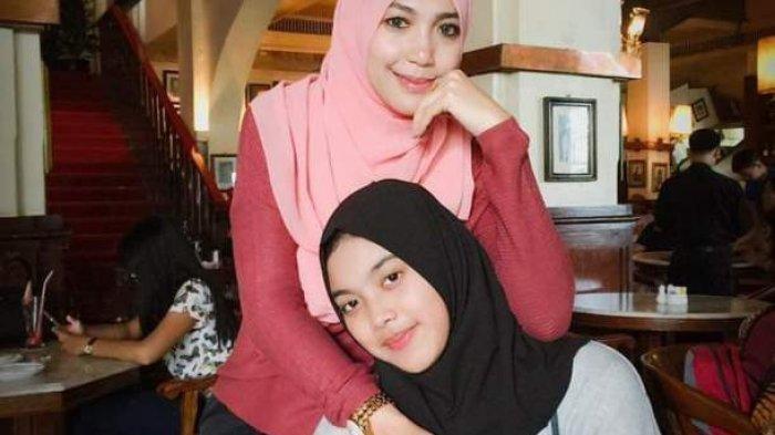 Aurellia Quratu Aini seorang paskibraka Tangerang Selatan yang akrab disapa Aurel (jilbab hitam) semasa hidupnya bersama ibunya bernama Sri Wahyuni.