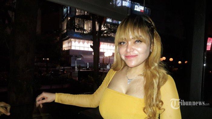 Model seksi, Avriellia Shaqqila saat ditemui di Mal Plaza Indonesia, Jakarta Pusat, Kamis (31/10/2019) malam. Avriellia Shaqqila adalah model yang ditangkap bersama artis Vanessa Angel dalam kasus prostitusi artis atau prostitusi online di Surabaya pada Januari 2019 silam. Warta Kota/Arie Puji Waluyo