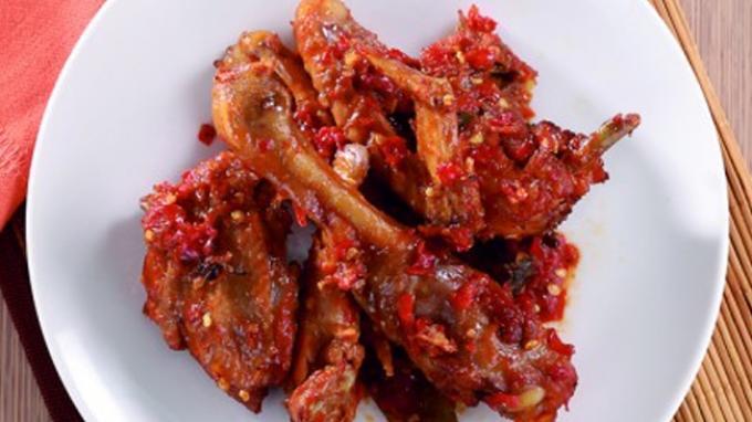Ayam Goreng Sambal Terasi Disantap Dengan Nasi Panas dan Kemangi, Wuih Cocok! - Tribunnews.com