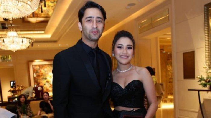 Ayu Ting Ting dan Shaheer Sheikh di gala dinner HUT ke-50 Vice President ANTV, Otis Hahijary, di St Regis Hotel, Singapura.