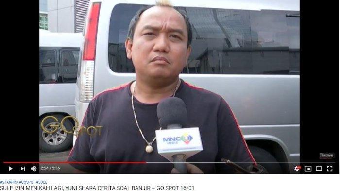 Komedian Azis Gagap memberikan doa terbaiknya untuk pernikahan Sule. Ia berharap kelak sosok calon istri Sule adalah orang yang bisa memahaminya.