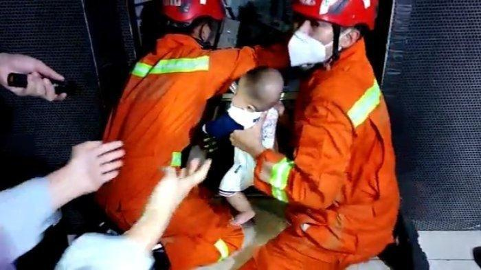 Bayi 4 Bulan, Terjebak Dalam Lift Toko Busana 20 Menit, Sempat Sulit Dievakuasi, Begini Kondisinya