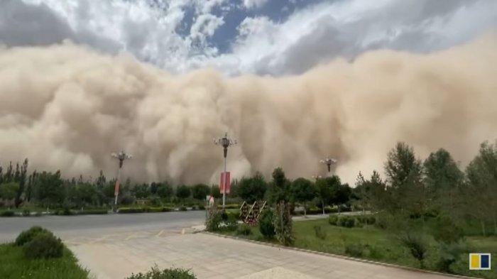 Badai pasir di Dunhuang, China