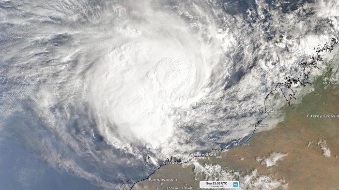 Badai tropis Claudia/Siklon Tropis Claudia terlihat di perairan Australia, 13 Januari 2020.