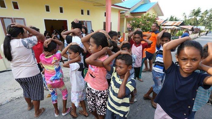 Cara Unik BNPB Sosialisasikan Cara Evakuasi Mandiri Kepada Warga di Kepulauan Aru Maluku