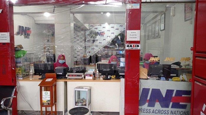 Bagian depan Toko Mitra Agen 031 di Jl Yosodipuro No 85, Timuran, Banjarsari, Solo