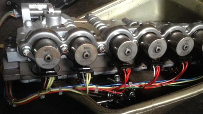 Salah satu bagian dari transmisi matik pada mobil.