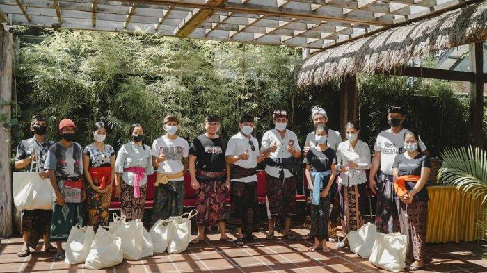 125 Paket Sembako Dibagikan kepada Warga Terdampak Covid-19 di Desa Adat Umalas Kuta Utara