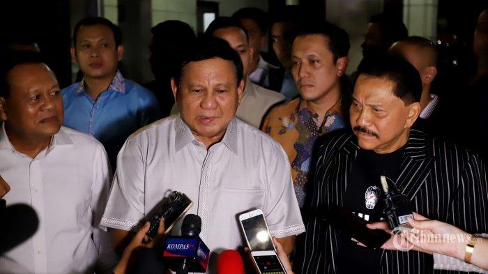 Ketua Umum Partai Gerindra Prabowo Subianto bersama eks Kepala Badan Intelijen Negara (BIN) AM Hendropriyono memberikan keterangan pers seusai pertemuan tertutup di kawasan Senayan, Jakarta Selatan, Kamis (5/9/2019).