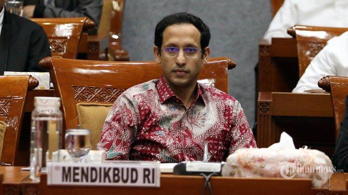 Menteri Pendidikan dan Kebudayaan Nadiem Makarim mengikuti rapat kerja dengan Komisi X DPR di Kompleks Parlemen Senayan, Jakarta, Kamis (12/12/2019). Rapat kerja tersebut membahas sistem zonasi dan Ujian Nasional (UN) tahun 2020, serta persiapan pelaksanaan anggaran Kementerian Pendidikan dan Kebudayaan tahun 2020.