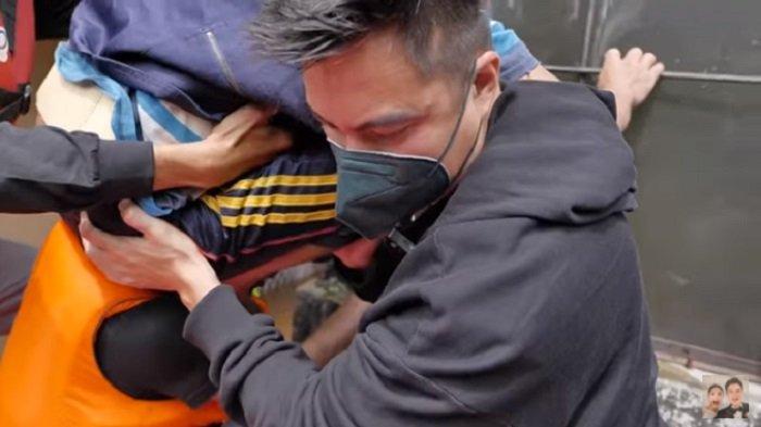 Baim Wong Evakuasi Bayi Korban Banjir yang Baru Lahir, Saat Dalam Dekapannya Ayah Kiano Ucapkan Ini