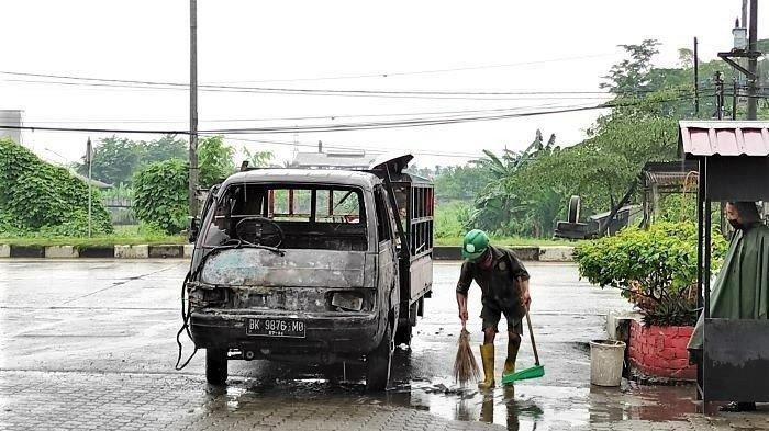 Sopir Angkutan Buah Terpanggang dalam Mobil di Dekat Polda Sumut