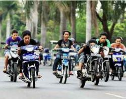 Terobos Penyekatan PPKM dan Gelar Balapan Liar di Jalan Sudirman, 70 Orang Ditilang