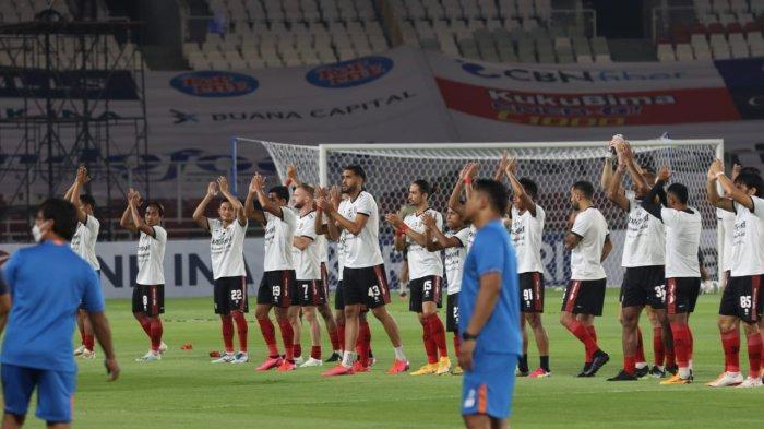Suasana persiapan Bali United dan Persik Kediri di kick-off perdana BRI Liga 1 2021, Jumat (27/8/2021).