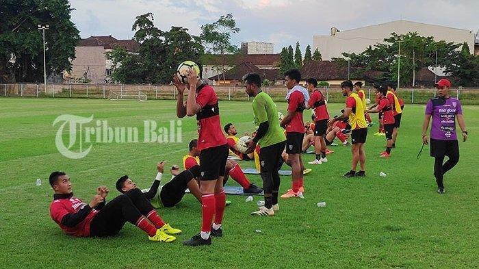 Latihan Bali United di Gelora Samudra Kuta, Jumat (19/4/2019) sore. Teco memanfaatkan sisa waktu enam hari untuk mempersiapkan taktikal untuk menjamu mantan anak didik dua tahun dan juara Liga I Indonesia 2018, Persija Jakarta.