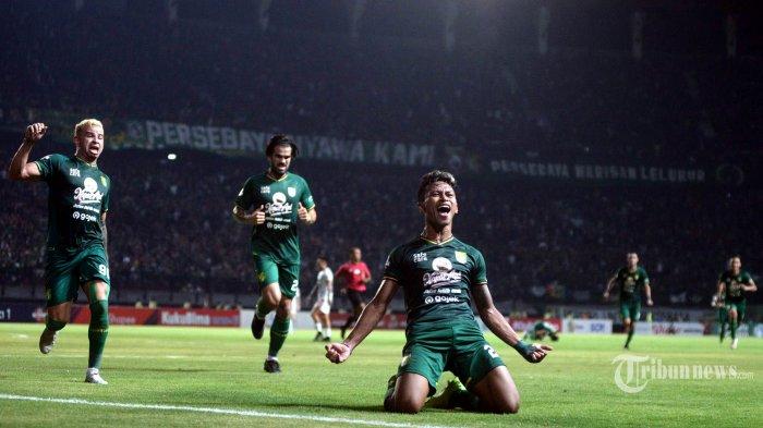 Pemain Persebaya Surabaya merayakan gol Osvaldo Haay dalam lanjutan pertandingan Liga 1 melawan Bali United di Stadion Gelora Bung Tomo (GBT) Surabaya, Selasa (24/9/2019). Bali United berhasil menahan imbang Persebaya Surabaya di kandangnya dengan skor 1-1. SURYA/HABIBUR ROHMAN