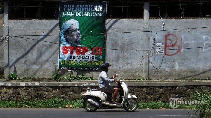 Kepala Satpol PP DKI Jakarta Klaim Ada Baliho Habib Rizieq yang Diturunkan Sendiri Pemasangnya