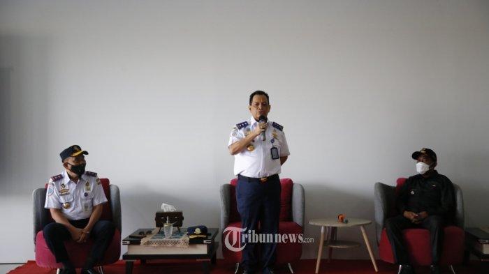 Hadir dalam acara uji coba seaplane diantaranya Kepala Balitbanghub Umar Aris. Yopi Priherda Pilot Captain Pesawat Apung dan Bupati Sumenep Achmad Fauzi.