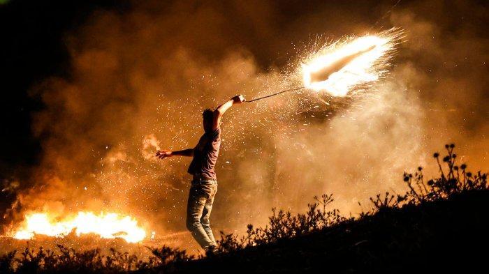 Israel Lancarkan Serangan Udara ke Gaza setelah Palestina Kirim Balon Pembakar