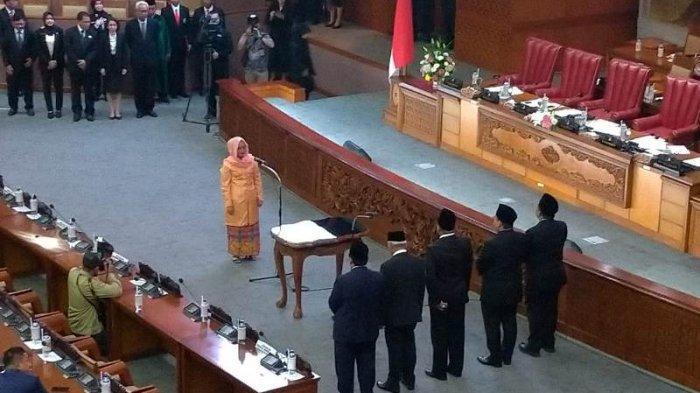 Membuka Sidang, Ketua DPR RI Lantik Anggota PAW dari Fraksi Hanura