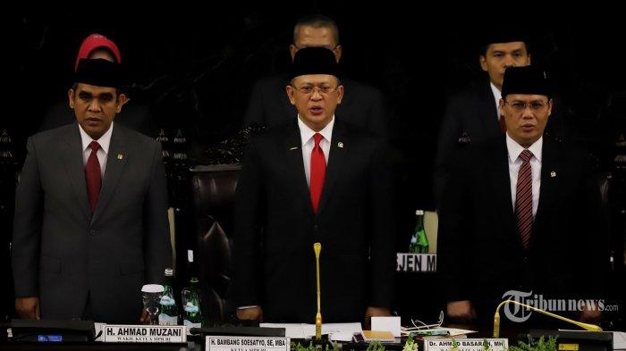 Politikus Partai Golkar, Bambang Soesatyo terpilih menjadi Ketua Majelis Permusyawaratan Rakyat (MPR) 2019-2024 secara aklamasi melalui kesepakatan seluruh fraksi di DPR RI dan juga kelompok DPD RI pada Sidang Paripurna MPR di Kompleks Parlemen, Senayan, Jakarta Pusat, Kamis (3/10/2019) malam.