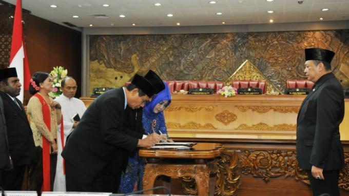 12 Anggota DPR PAW Diresmikan