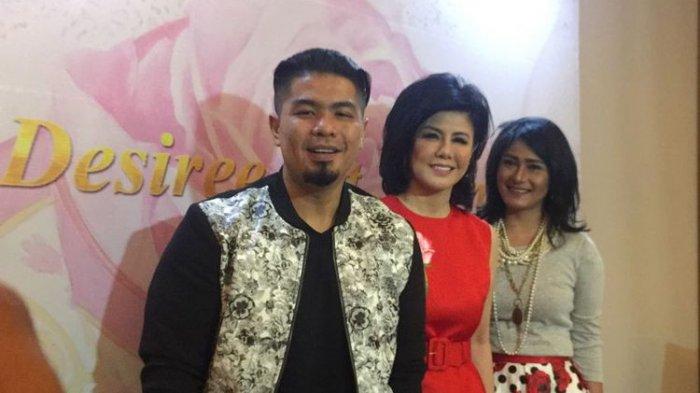 Bams eks-Samsons, Desiree Sitompoel, dan Tamara Geraldine diabadikan di The Westin Hotel, Kuningan, Jakarta Selatan, Senin (15/5/2017). Mereka menghadiri pameran lukisan tungga karya Desiree.