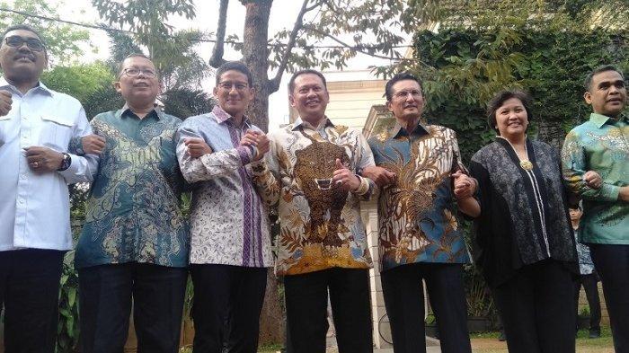 Ketua MPR Bambang Soesatyo bersama jajaran pimpinan MPR melakukan kunjungan ke kediaman Sandiaga Salahudin Uno di Pulombangkeng, Kebayoran Baru, Jakarta selatan, Senin (14/10/2019)