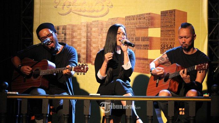 Chord Gitar dan Lirik Lagu Bendera - Cokelat, Kunci dari C: Biar Saja Ku Tak Seindah Matahari