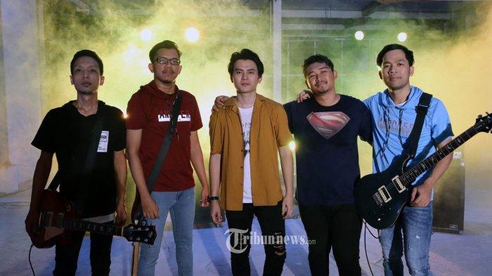 """""""MERINDUKAN KAMU"""" Lagu THE PROMOTOR Band Saat Menjadi Lagu Baru Terfavorit di JAWA TIMUR"""