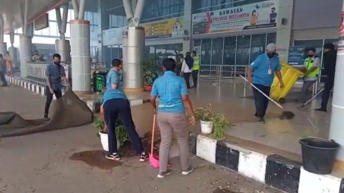 Beredar Info Jenazah Anggota DPR Jimmy Ijie Tak Dipulangkan ke Sorong, Massa Rusak Fasilitas Bandara