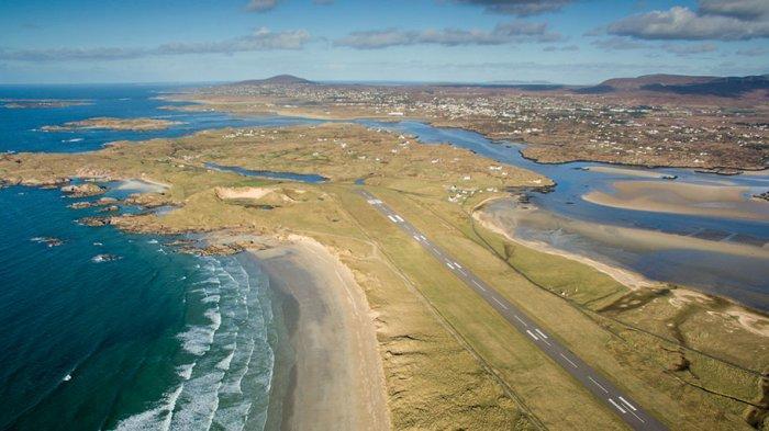 Dibentengi Gunung dan Pantai, Inikah Bandara Terindah di Dunia untuk Lepas Landas dan Mendarat?