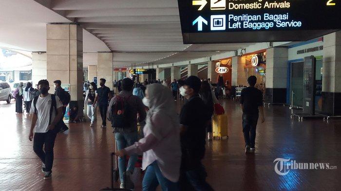 Terminal 2 Bandara Soekarno-Hatta Membludak di Akhir Pekan, Penumpang: Terbang Sekarang Nggak Ribet
