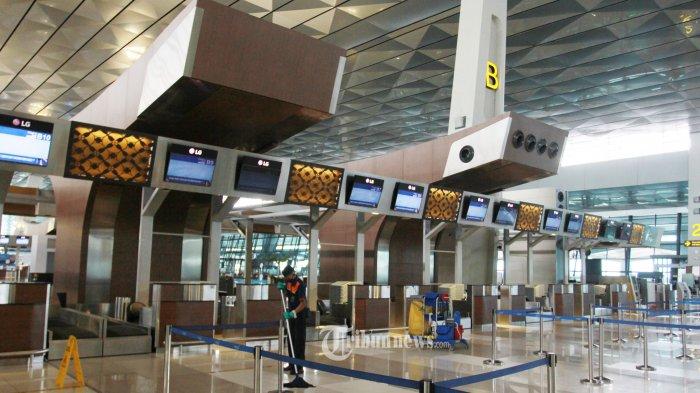 SEPI - Suasana arena Terminal 3 Bandara Soekarno Hatta, terlihat lengang, Rabu (1/4/2020). Pemerintah memberlakukan larangan masuk bagi WNA yang berlaku mulai Kamis (2/4/2020) hingga batas waktu yang tidak ditentukan, bahkan sejumlah maskapai penerbangan mengcancel penerbangannya.. WARTA KOTA/Nur Icsha