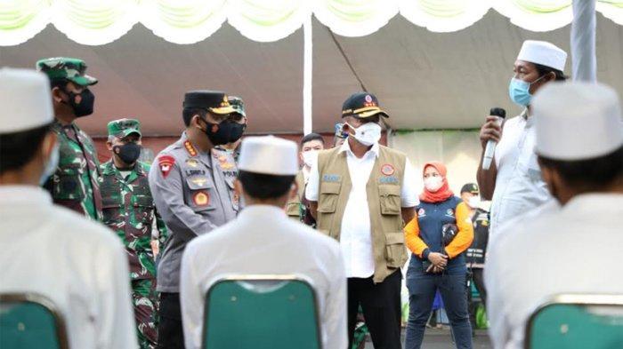 Madura Disebu Vaksin, Ketua Satgas Tinjau Vaksinasi untuk 2.000 Orang di Bangkalan