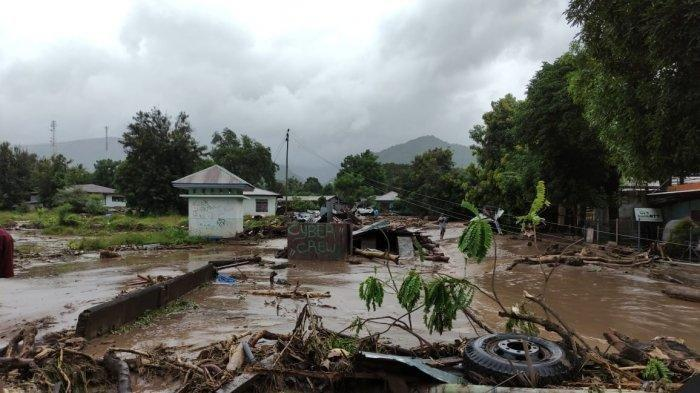 Banjir bandang di Waiwerang Pulau Adonara, Nusa Tenggara Timur.