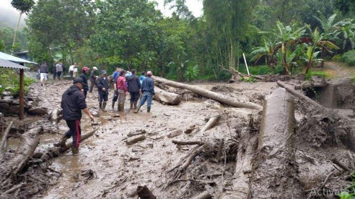 BREAKING NEWS: Banjir Bandang di Puncak Bogor Terjang Pemukiman Warga