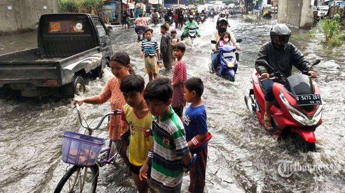 Diguyur Hujan Sejak Senin Malam, Sejumlah Titik di Jakarta Utara Tergenang Air