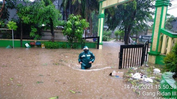 Hujan Es Disertai Angin Kencang Landa Bekasi, BPBD Catat Sejumlah Titik Banjir dan Pohon Tumbang