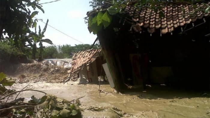 Satu Keluarga Tewas  Dalam Mobil  Akibat Diterjang Banjir Lumpur di Banten
