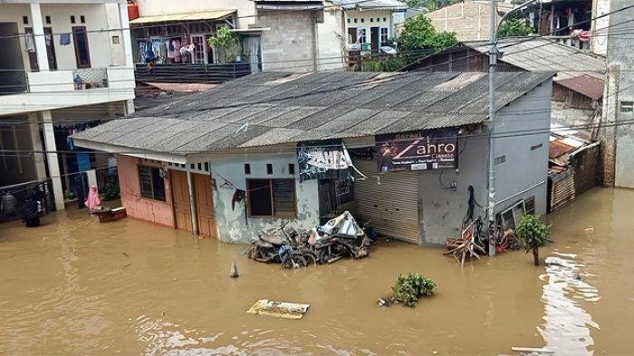 Tim Relawan FPI Dibubarkan Saat Ikut Berikan Bantuan Bagi Korban Banjir di Cipinang Melayu